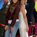 Teri Hatcher Walks The Planes Red Carpet With Daughter Emerson