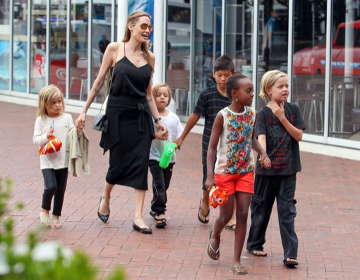 Angelina Jolie & Family Visit the Sydney Aquarium