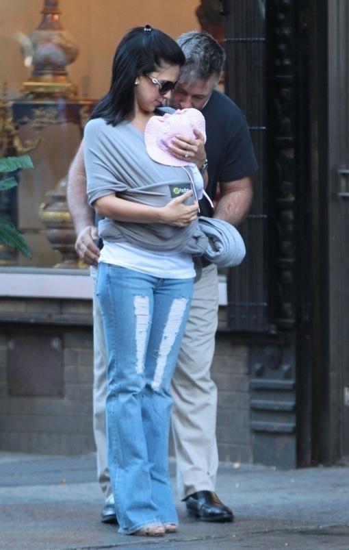 Alec Baldwin & Hilaria Take A Walk With Baby Carmen ...