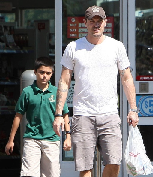 Semi-Exclusive... Brian Austin Green Stops By Walgreens With His Son