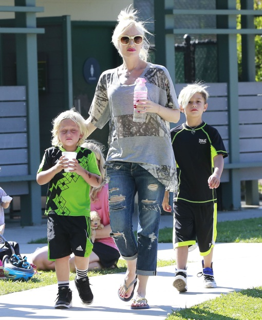 Pregnant Gwen Stefani Takes Her Sons To The Park