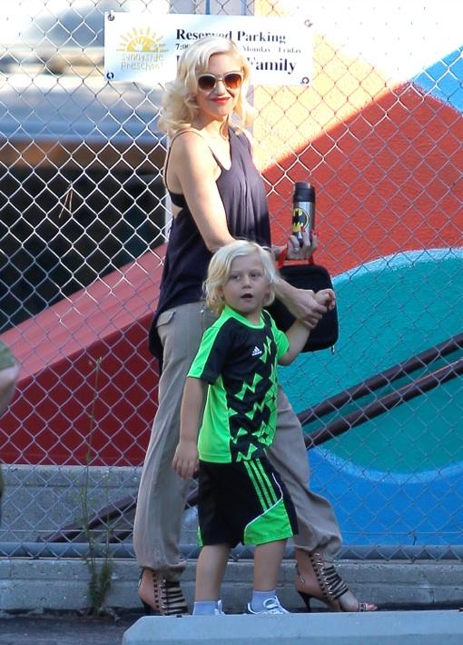 Gwen Stefani Hides A Tiny Baby Bump While Dropping Off Zuma at School