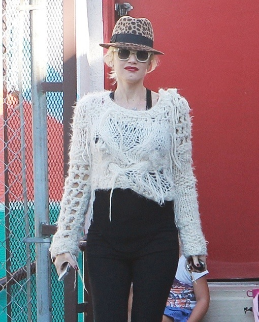 Pregnant Gwen Stefani Drops Zuma Off At School