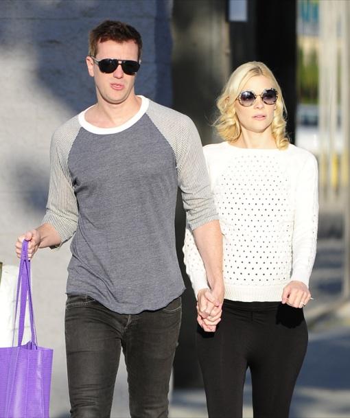 Pregnant Jaime King & Kevin Newman Shopping On Melrose