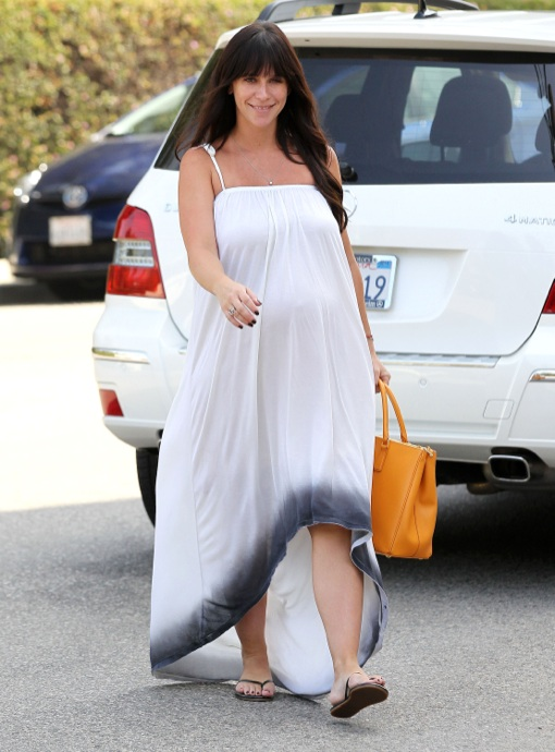 Exclusive... Pregnant Jennifer Love Hewitt Running Errands In Brentwood