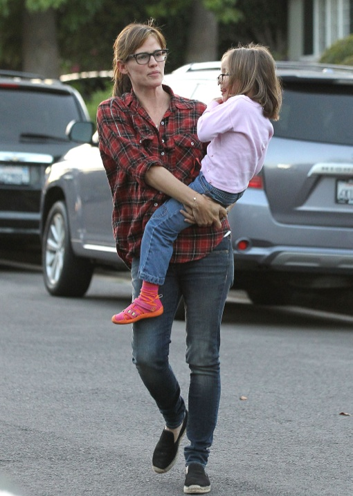 Jennifer Garner Takes Her Kids To A Party