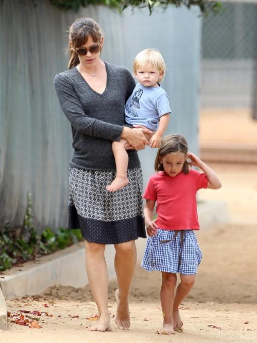 Jennifer Garner Enjoys Labor Day At The Park With Her Kids
