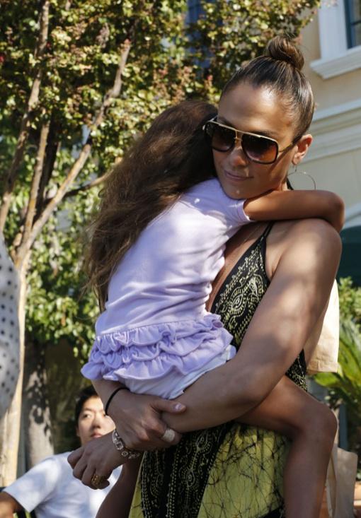 Jennifer Lopez & Casper Smart Take Her Twins to the Bookstore