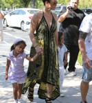 Jennifer Lopez & Family Shop At Barnes & Noble