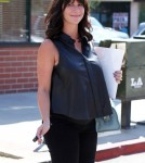 Pregnant Jennifer Love Hewitt Eats At Good Earth Restaurant