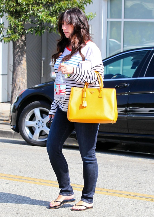 Jennifer Love Hewitt Does Some Pregnancy Pampering!