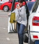 Semi-Exclusive... Pregnant Jennifer Love Hewitt Gets Breakfast