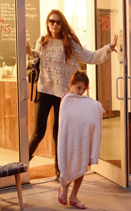 Katie Holmes Takes Injured Suri To Get Pampered
