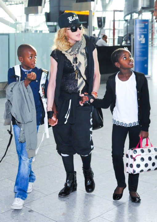 Madonna & Kids Catch A Flight Out Of Heathrow