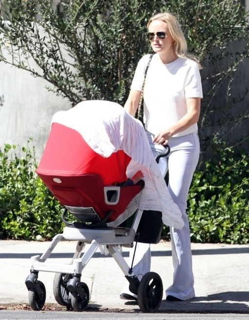 Malin Akerman: Lunch Date With Family