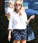Reese Witherspoon & Her Kids At The Brentwood Country Mart