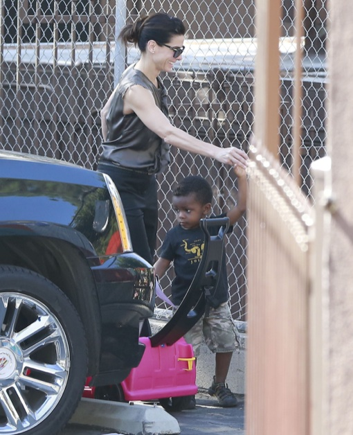 Sandra Bullock Picks Up Louis at School