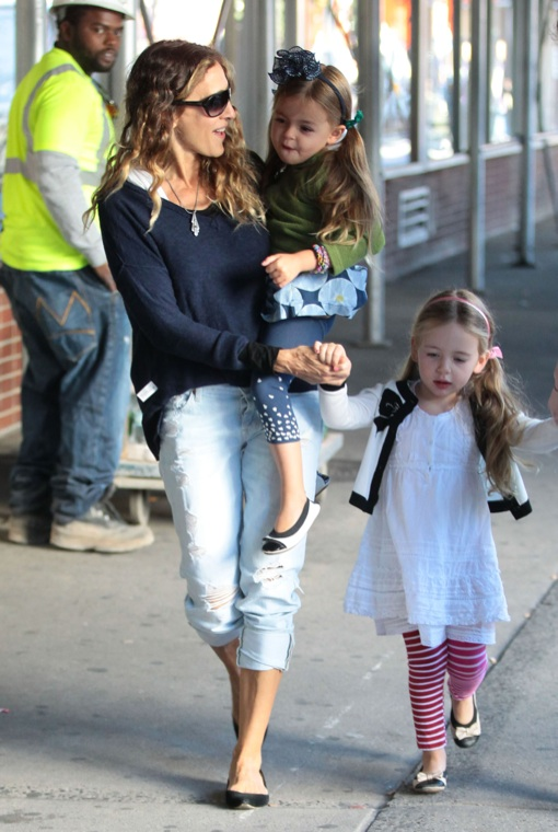 Sarah Jessica Parker Walks Her Daughters To School