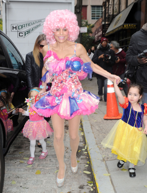 51247153 Reality star Bethenny Frankel throws a princess themed Halloween party for her daughter Bryn and her friends on October 30 2013 in New York City ...  sc 1 st  Celeb Baby Laundry & Bethenny Frankel Throws A Princess Themed Halloween Party For Bryn ...