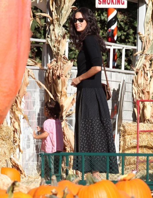 Emma Heming & Mabel Visit Mr. Bones Pumpkin Patch