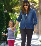 Jennifer Garner Picks Up Her Daughters From School
