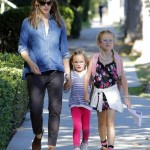 Jennifer Garner Picks Up Her Girls From School