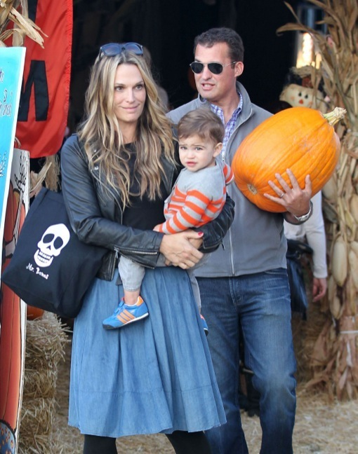 Molly Sims & Family Go To The Pumpkin Patch