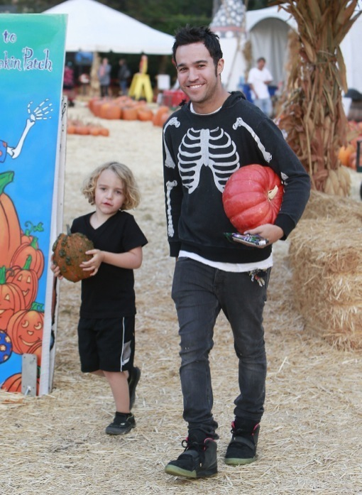 Pete Wentz & Bronx Visit Mr. Bones Pumpkin Patch