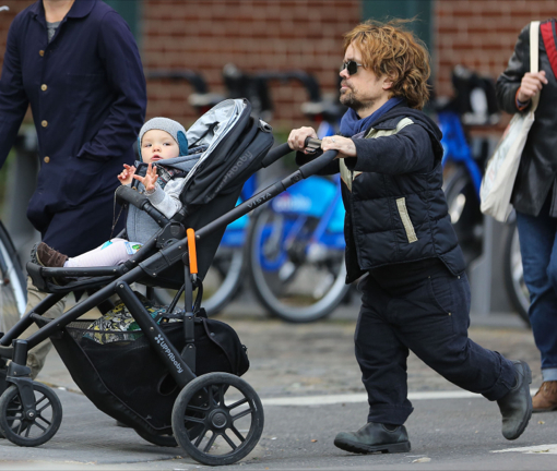 Peter Dinklage Amp Family Out For A Stroll In New York