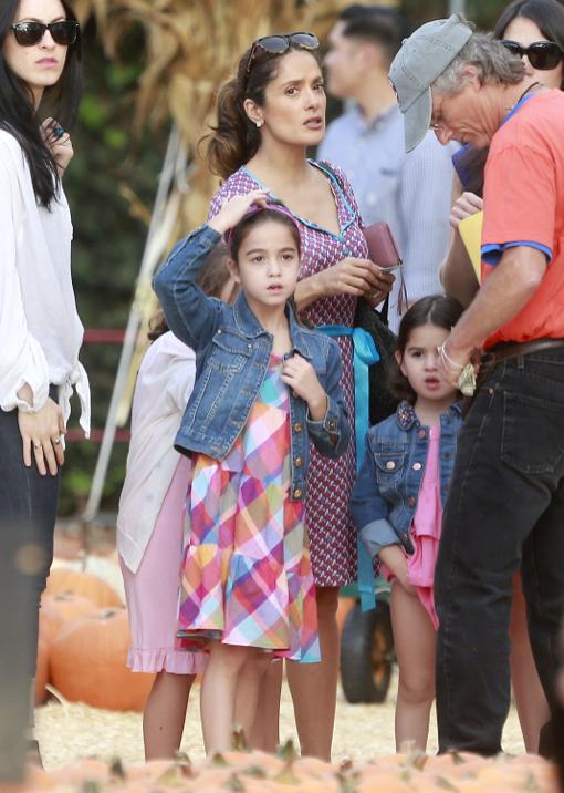 Salma Hayek Takes Her Daughter To Mr  Bones Pumpkin Patch