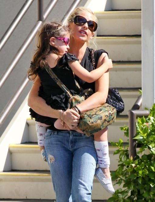 Sarah Michelle Gellar Picks Up Her Daughter From Ballet Class