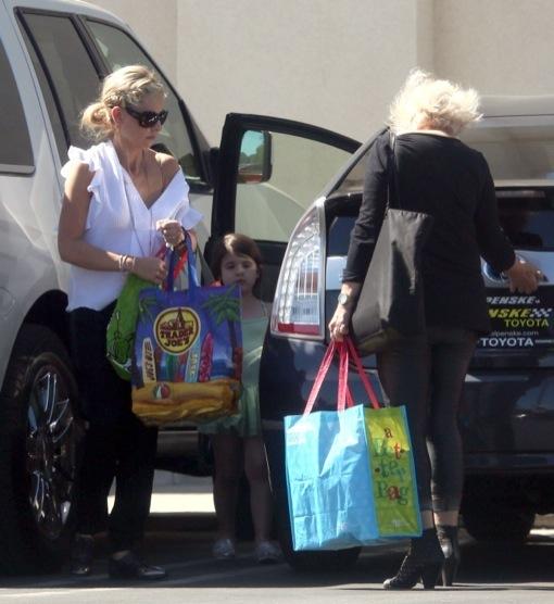Sarah Michelle Gellar & Charlotte Go Grocery Shopping