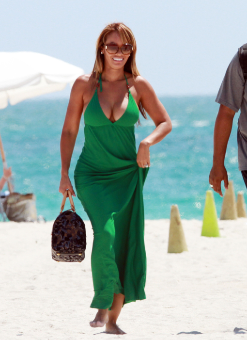 Exclusive...Basketball Wives Eveyln Lozada and Shaunie O'Neal Hit The Beach