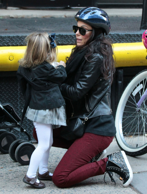 Bethenny Frankel Takes Daughter Bryn To The Park Celeb