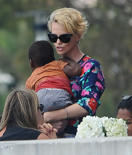 Charlize Theron & Jackson Enjoy Lunch in Sydney