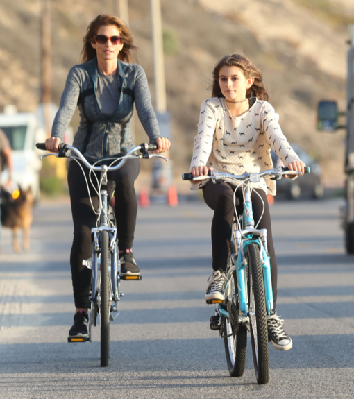 Cindy Crawford & Kaia: Model Bikers
