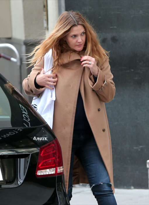 Semi-Exclusive... Pregnant Drew Barrymore Dines In Beverly Hills