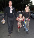 Pregnant Gwen Stefani Takes The Family Trick-Or-Treating