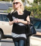 Pregnant Gwen Stefani Lunches With Friends