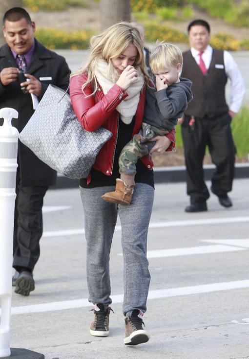 Hilary Duff & Mike Comrie Take Luca Christmas Shopping