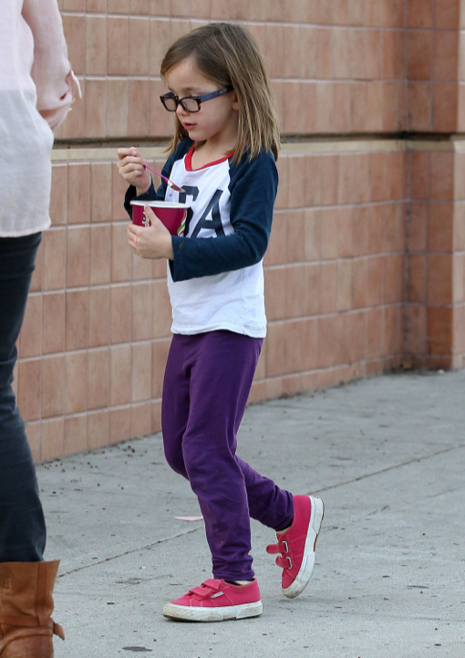 Jennifer Garner Takes Her Girls Out For Frozen Yogurt