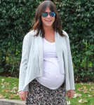 Exclusive... Pregnant Jennifer Love Hewitt Visits A Friend