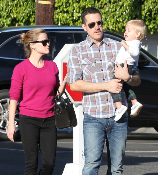 Reese Witherspoon & Family At The Brentwood Country Mart