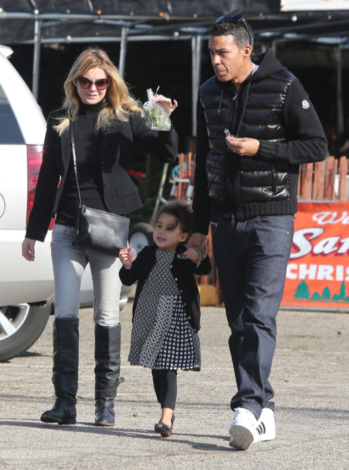 Ellen Pompeo & Family Shopping For A Christmas Tree