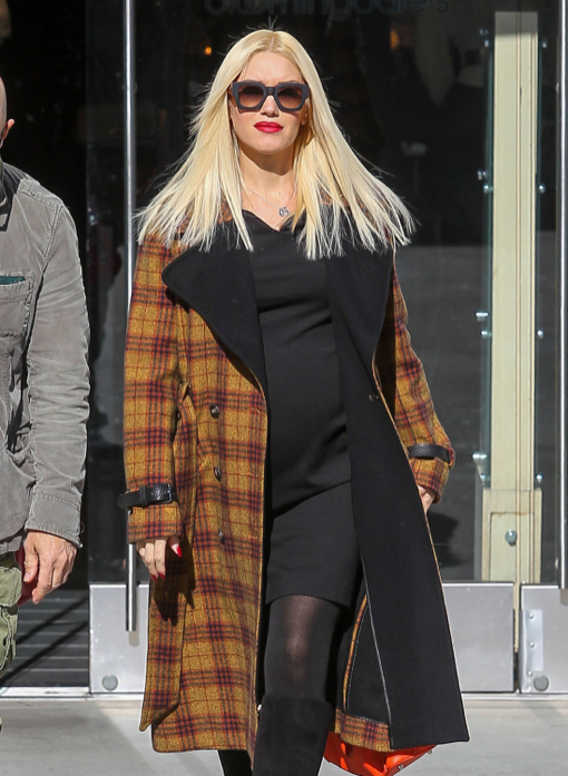 Pregnant Gwen Stefani Shops At Bloomingdales