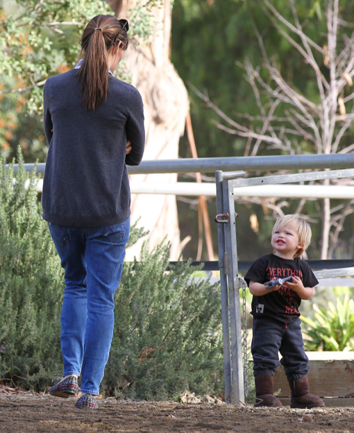 Jennifer Garner Takes Samuel To See The Horses