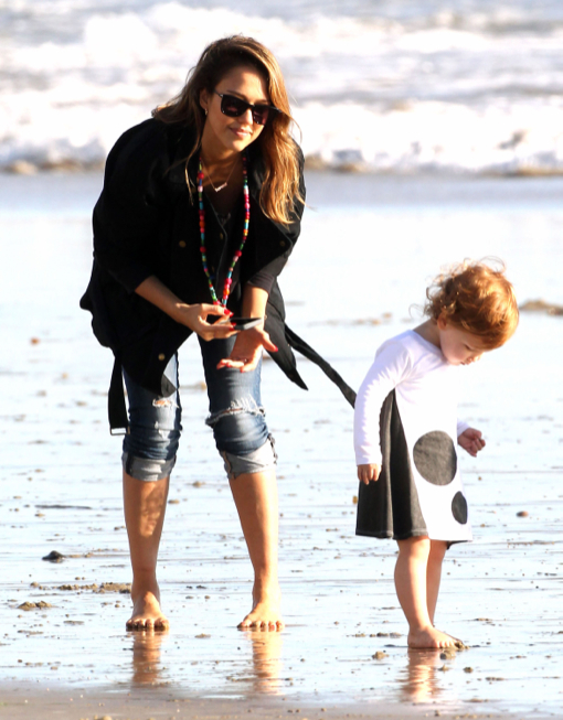 Jessica Alba & Family Enjoying A Day On The Beach