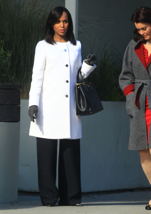 Kerry Washington Hides Bump on Scandal Set