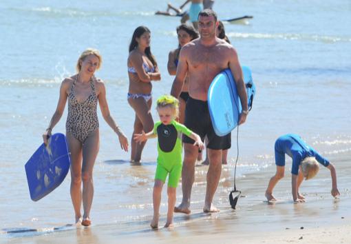 Naomi Watts & Family Vacation in Australia For the Holidays