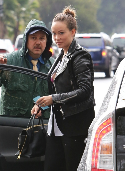 Pregnant Olivia Wilde Has a Lunch Meeting